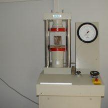 آزمایش تعیین مقاومت فشاری بتن